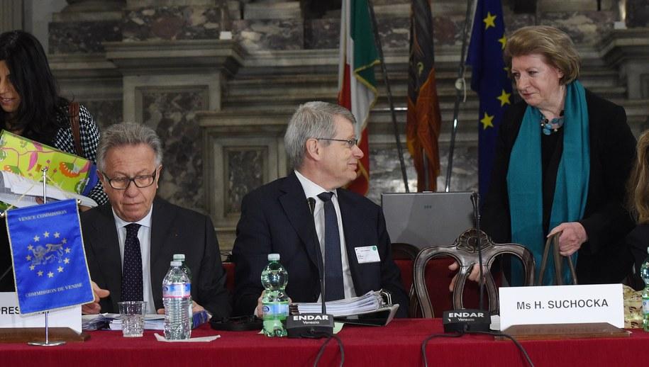 Przewodniczący Komisji Weneckiej Gianni Buquicchio, sekretarz Thomas Market i pierwsza wiceprzewodnicząca Komisji Hanna Suchocka /Radek Pietruszka /PAP