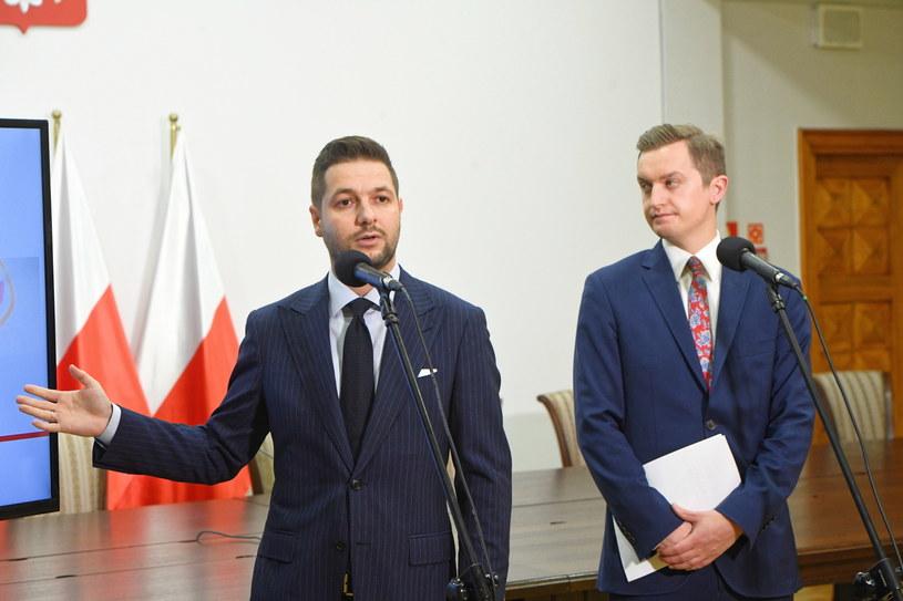 Przewodniczący Komisji Weryfikacyjnej Patryk Jaki i jego zastępca Sebastian Kaleta /Radek Pietruszka /PAP