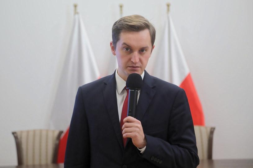 Przewodniczący komisji weryfikacyjnej Sebastian Kaleta /Wojciech Olkuśnik /PAP
