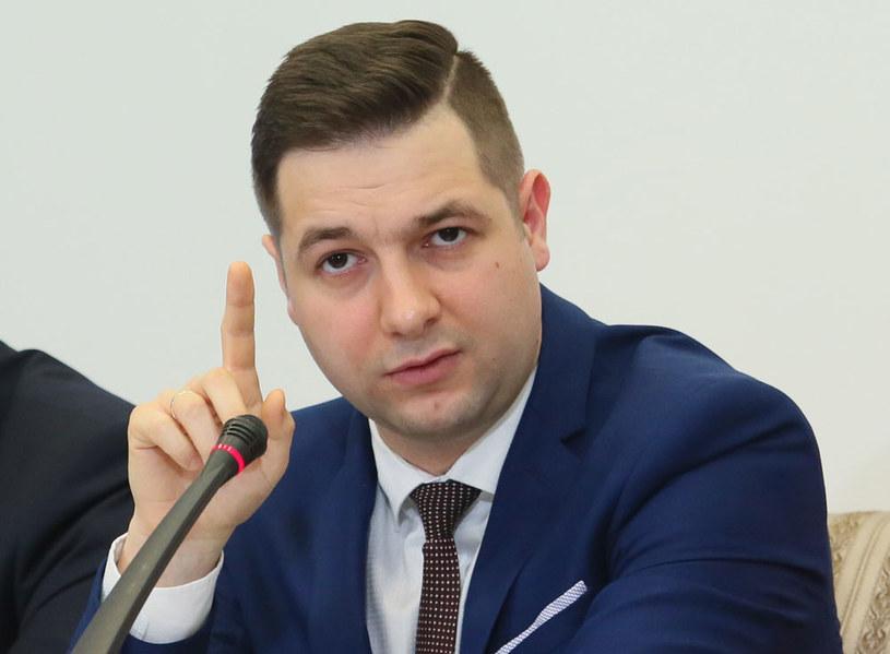 Przewodniczący komisji wiceminister sprawiedliwości Patryk Jaki /Leszek Szymański /PAP