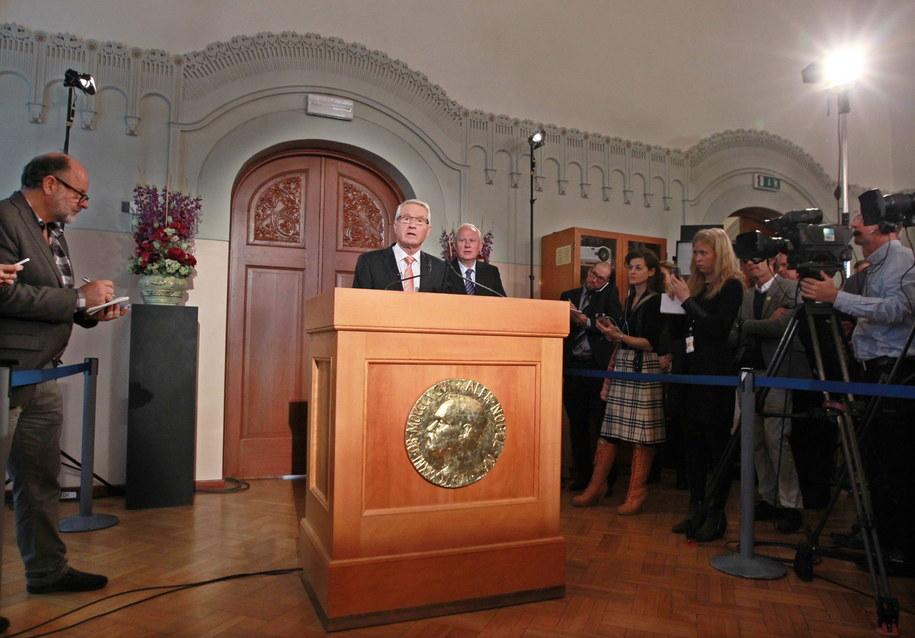 Przewodniczący Komitetu NoblowskiegoThorbjorn Jagland ogłasza tegorocznych laureatów /EGARD WIVESTAD GROTT /PAP/EPA