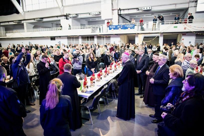 Przewodniczący Konferencji Episkopatu Polski, abp Stanisław Gądecki podczas Wigilii dla ubogich, bezdomnych i samotnych, zorganizowanej przez Caritas oraz Miasto Poznań /PAP