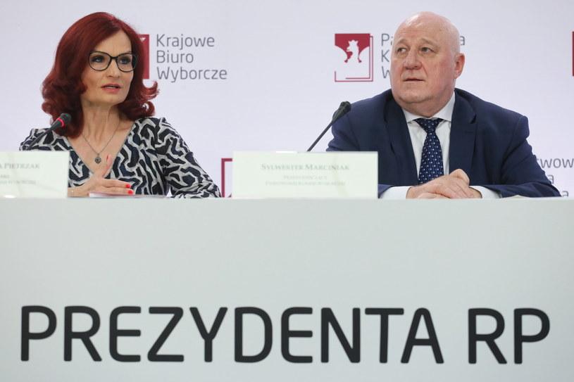 Przewodniczący Państwowej Komisji Wyborczej Sylwester Marciniak oraz szefowa Krajowego Biura Wyborczego Magdalena Pietrzak /Paweł Supernak /PAP