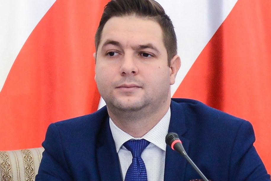 Przewodniczący Patryk Jaki podczas posiedzenia komisji weryfikacyjnej ds. reprywatyzacji /Jakub Kamiński   /PAP