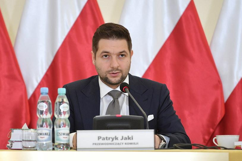 Przewodniczący Patryk Jaki podczas posiedzenia komisji weryfikacyjnej / Marcin Obara  /PAP