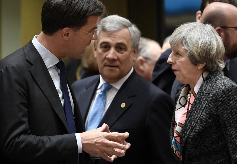 Przewodniczący PE w towarzystwie premier Wielkiej Brytanii i premiera Holandii /AFP