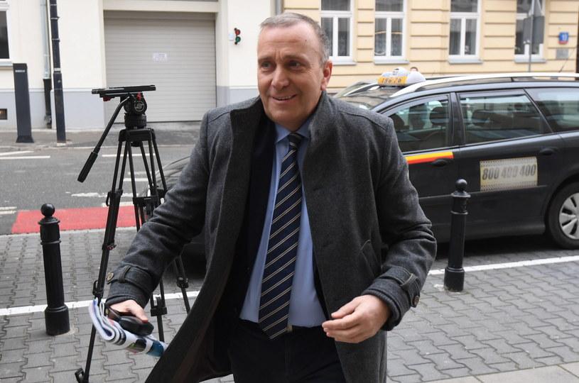 Przewodniczący Platformy Obywatelskiej Grzegorz Schetyna w drodze na zebranie zarządu partii /Bartłomiej Zborowski /PAP