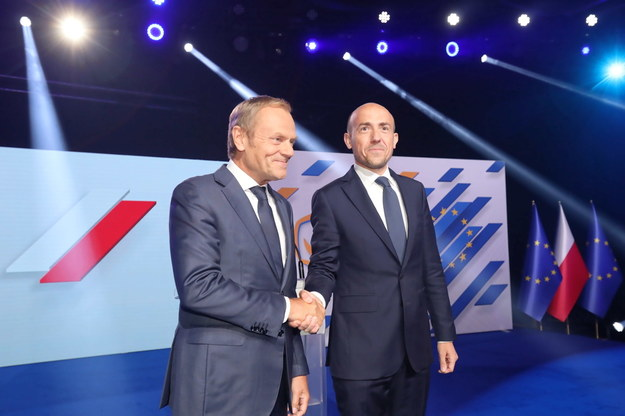 Przewodniczący PO Borys Budka (P) oraz przewodniczący Europejskiej Partii Ludowej, współzałożyciel PO Donald Tusk (L) /Wojciech Olkuśnik /PAP