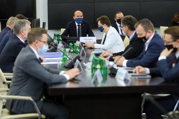 Przewodniczący PO Borys Budka podczas spotkania ws. Krajowego Planu Odbudowy w Senacie w Warszawie /Rafał Guz /PAP