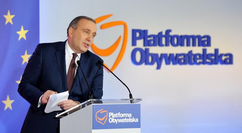 Przewodniczący PO Grzegorz Schetyna przemawia, podczas posiedzenia Rady Krajowej Platformy Obywatelskiej w Warszawie /Marcin Obara /PAP