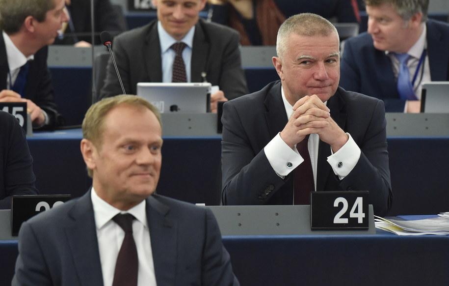Przewodniczący Rady Europejskiej Donald Tusk i jego doradca Paweł Graś /Radek Pietruszka /PAP