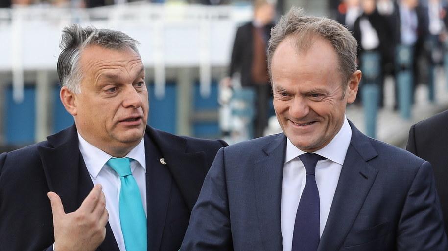 Przewodniczący Rady Europejskiej Donald Tusk i premier Węgier Viktor Orban podczas Europejskiego Szczytu Społecznego w Goeteborgu, 17 listopada /Rafał Guz /PAP