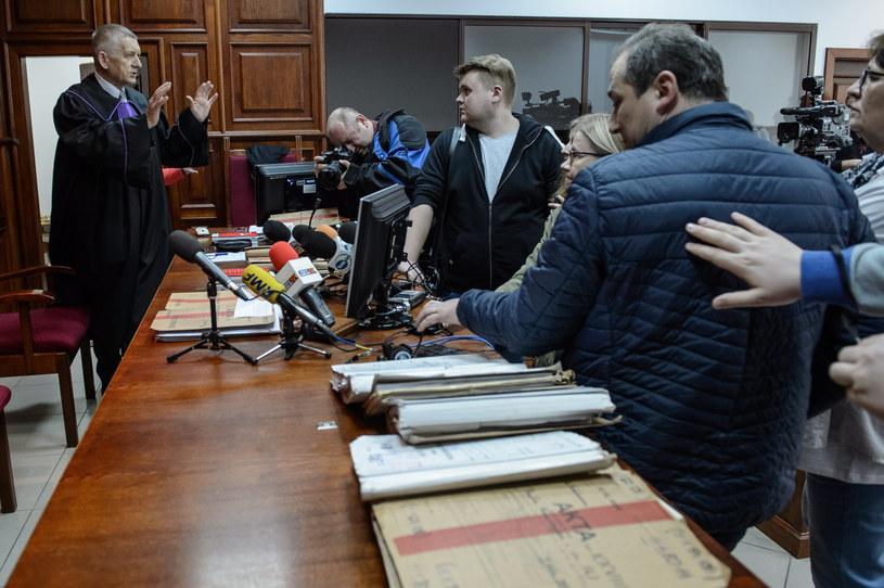 Przewodniczący składu sędziowskiego sędzia Andrzej Kaczmarek rozmawia z dziennikarzami przed rozprawą /Wojciech Pacewicz /PAP