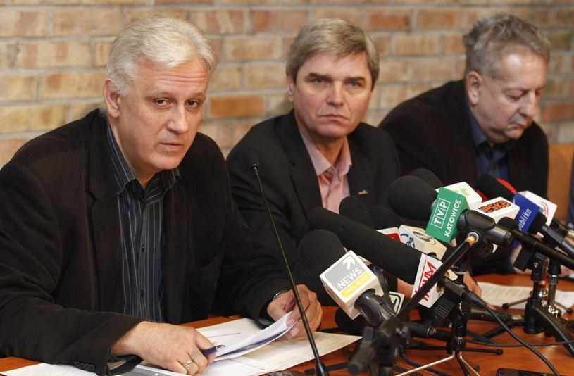 """Przewodniczący śląsko-dąbrowskiej """"Solidarności"""" Dominik Kolorz (pierwszy z lewej) /Andrzej Grygiel /PAP"""