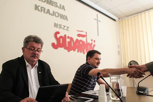 Przewodniczący Solidarności Piotr Duda (P) i jego zastępca Tadeusz Majchrowicz (L) /PAP