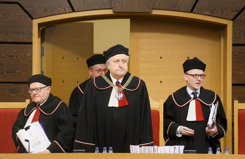 Przewodniczący TK Andrzej Rzepliński (C), sędzia Marek Zubik (P) i sędzia-sprawozdawca Stanisław Biernat (L) /Paweł Supernak /PAP