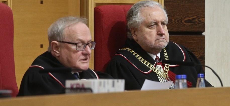 Przewodniczący TK Andrzej Rzepliński oraz Stanisław Biernat /PAP/Rafał Guz /PAP