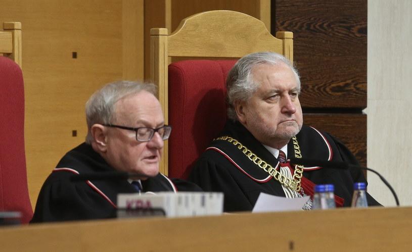 Przewodniczący TK Andrzej Rzepliński oraz Stanisław Rymar, podczas ogłaszania wyroku ws. nowelizacji ustawy o TK autorstwa PiS /Rafał Guz /PAP