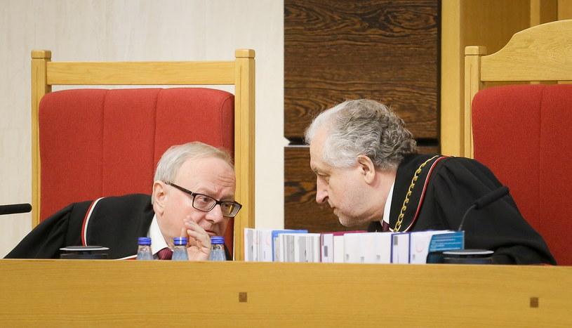 Przewodniczący TK Andrzej Rzepliński (P) i sędzia-sprawozdawca Stanisław Biernat (L) /Paweł Supernak /PAP