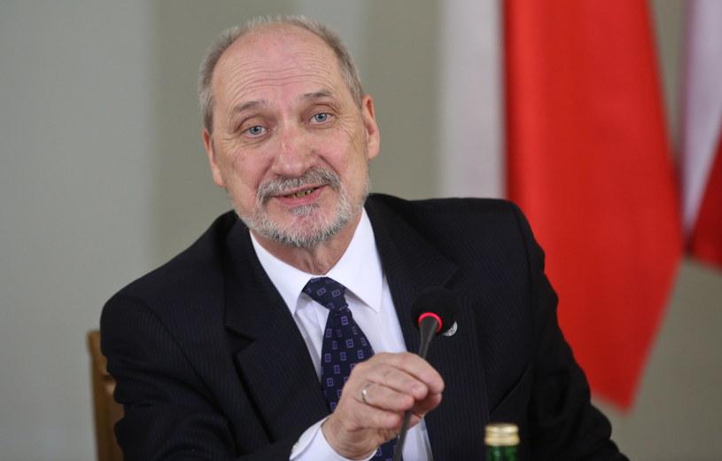Przewodniczący zespołu, wiceprezes PiS Antoni Macierewicz /Rafał Guz /PAP