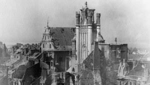 Przewodnik po powstańczej Warszawie. Jak dostrzegać ślady walczącego miasta?