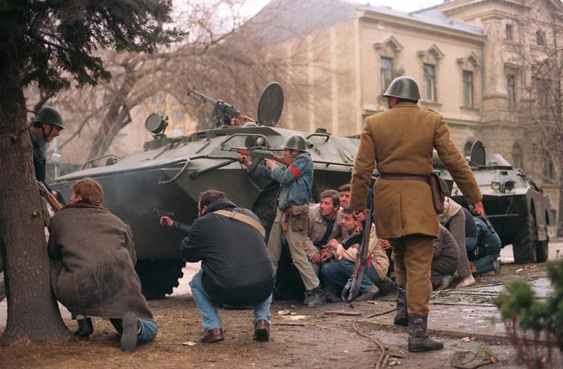 Przewrót polityczny w Rumunii różnił się od tego, jaki znamy z Polski. Tam na ulicach cywile starli się z wojskiem /AFP /East News