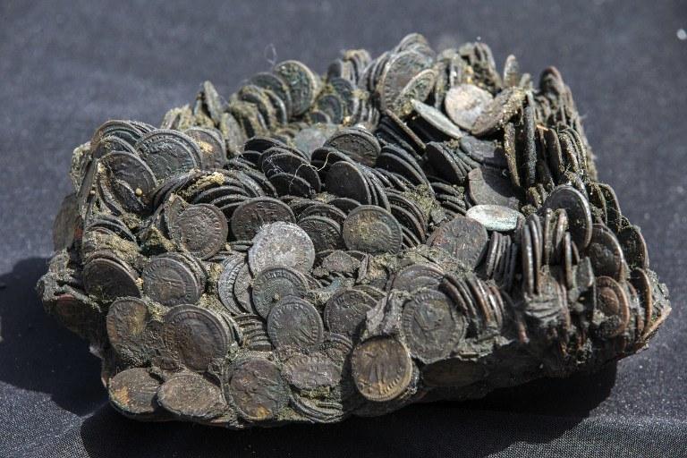 Przez 1,6 tys. lat leżały niezauwazone na dnie morza /AFP