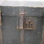 Przez 120 lat towarzyszył jednej rodzinie. Teraz XIX-wieczny kufer trafił do muzeum