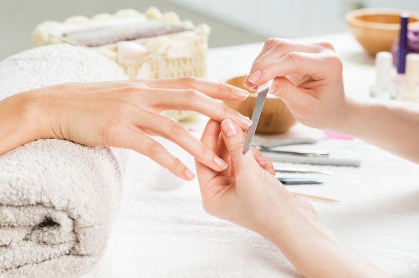 Przez 2 tygodnie po manicurze japońskim nie wolno malować paznokci! /123RF/PICSEL