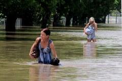 Przez Australię przepływa fala powodziowa
