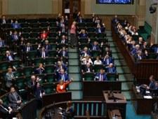 Przez błąd polityków ważna ustawa covidowa wejdzie w życie dopiero w grudniu