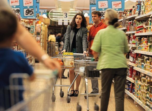 Przez dwa lata spadła liczba osób robiących zakupy w niedzielę (z 71 proc. do 62) /© Bauer
