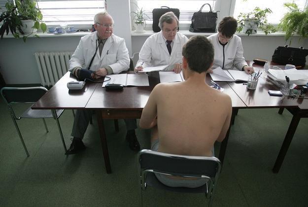 Przez najbliższe 10 miesięcy musi się znaleźć ponad 15 tys. ochotników, fot. S. Maszewski /Reporter