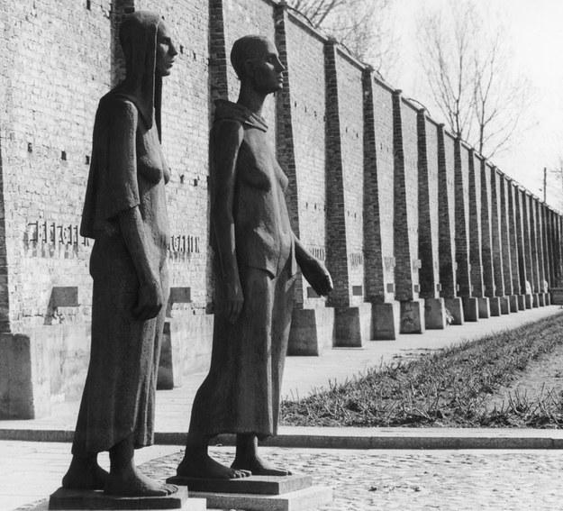 Przez obóz w Ravensbruck przeszło 132 tysiące kobiet i dzieci, z których zginęło około 92 tysiące. /AFP