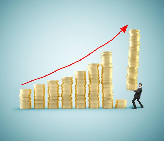 Przez ostatnie 9 lat zwiększyły się średnio o 1,4 tys. zł miesięcznie /123RF/PICSEL