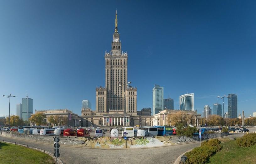 Przez Pałacem Kultury i Nauki teraz funkcjonuje wielki parking /ARKADIUSZ ZIOLEK /East News