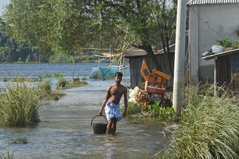 Przez powodzie, coraz więcej terenów Bangladeszu jest nie nadaje się do mieszkania. /MUNIR UZ ZAMAN /AFP