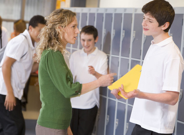 Przez swój temperament syn wciąż ma problemy w szkole /123RF/PICSEL