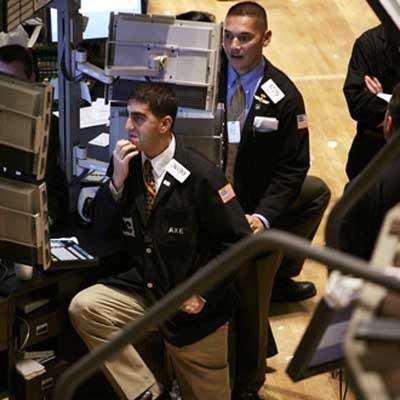 Przez większą część piątkowej sesji na Wall Street utrzymywały się spadki /AFP