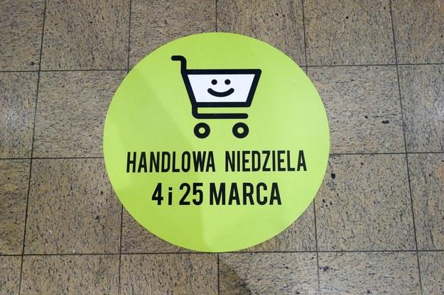 Przez zakaz handlu w niedziele niektórzy stracą wolne święta (zdj. ilustracyjne). Fot. Piotr Kamionka /Reporter