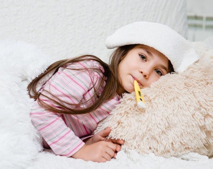 Przeziębienia i grypa najbardziej dokuczliwe są przede wszystkim dla dzieci /123RF/PICSEL