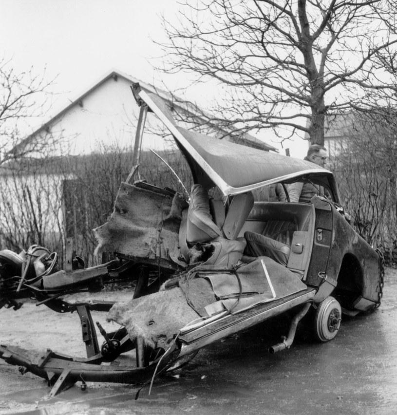 Przód samochodu, w którym zginął Albert Camus, został całkowicie zniszczony /AGIP /Agencja FORUM