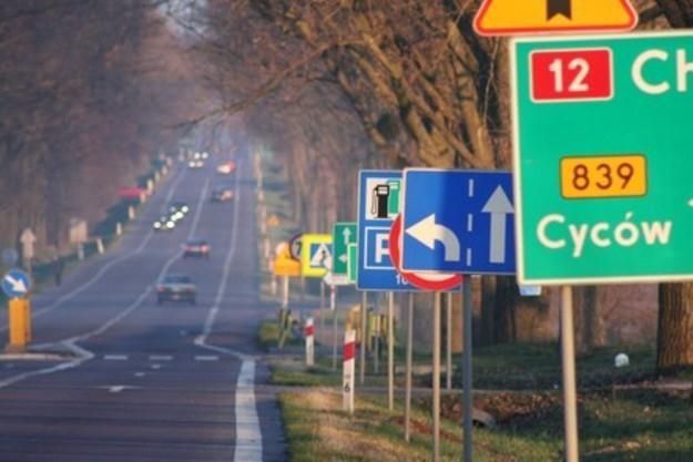 Przy drogach ma być mniej znaków... /INTERIA.PL