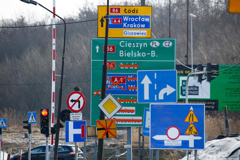 Przy drogach pojawią się nowe rodzaje znaków /Tomasz Kawka /East News