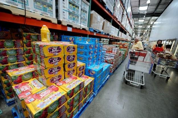 Przy dużym bezrobociu tanie sklepy są ratunkiem przed głodem /AFP