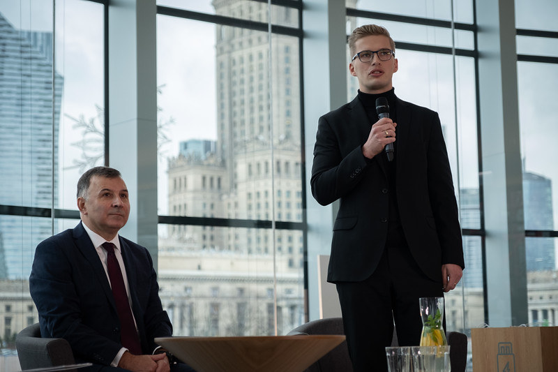 Przy mikrofonie Bartłomiej Gowin, architekt z pracowni Gowin&Siuta, odpowiedzialnej za nowy projekt Rotundy /INTERIA.PL
