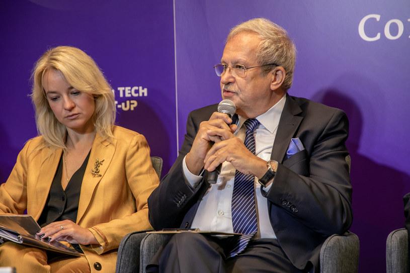 Przy mikrofonie Janusz Steinhoff z Regionalnej Izby Gospodarczej w Katowicach, były wicepremier i minister gospodarki /Fot. Ireneusz Rek /INTERIA.PL
