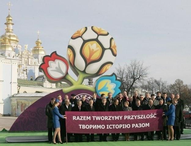 Przy organizacji Euro 2012 pomoże około 3 tysięcy wolontariuszy /AFP