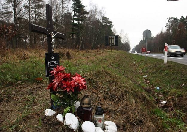 Przy polskich drogach ciągle przybywa krzyży / Fot: Cezary Pecold /Agencja SE/East News