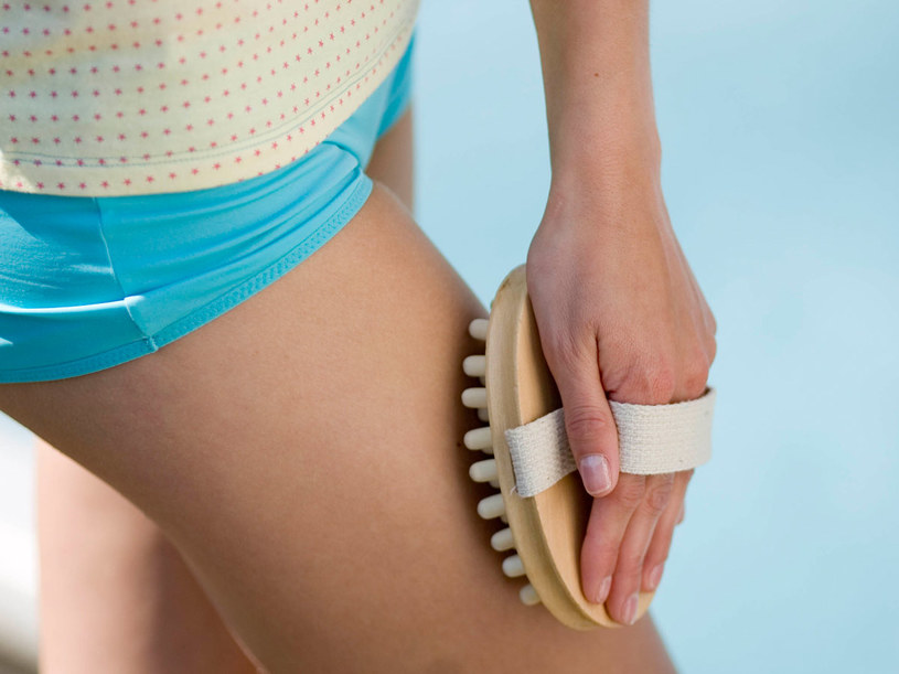 Przy pomocy odpowiednich preparatów, cellulit można częściowo rozmasować  /© Bauer